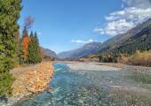 Autumn landscape mountain river Russian North Caucasus — Стоковое фото