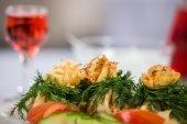 Smakelijk gerecht met champignons in een restaurant — Stockfoto