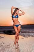 красивая женщина в купальнике — Стоковое фото