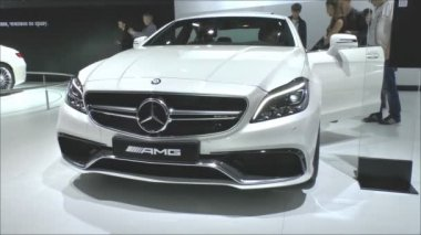 Mercedes-Benz CLS 63 AMG with the headlights MULTIBEAM LED — Vídeo de Stock