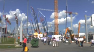 Visitors to the exhibition construction equipment — Stok video