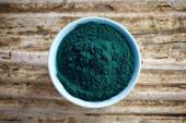 Bowl of spirulina algae powder — Stock Photo