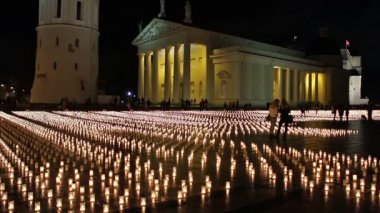 Candles on the cathedral square, Vilnius, Lithuania — Stock Video