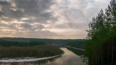 Partly cloudy weather over the winter river, time-lapse — ストックビデオ
