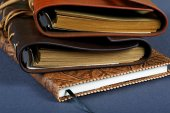 Pile of notebooks in leather covers close up — Stock Photo