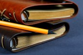 Pile of notebooks in leather covers and a pencil close up — Foto de Stock