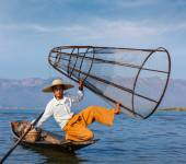 Burmese fisherman at Inle lake, Myanmar — Stok fotoğraf