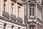 Medieval rich house palace windows close up — Stockfoto