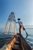 Traditional Burmese fisherman at lake, Myanmar — Stock Photo