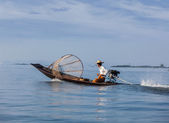 Traditional Burmese fisherman in Myanmar — Stockfoto