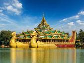 Karaweik Kandawgyi Lake, Yangon, Myanmar — Stock Photo