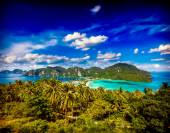 Green tropical island — Stock Photo