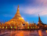 Shwedagon pagoda in the evening — Stock Photo