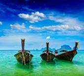 Long tail boats on beach, Thailand — Stockfoto