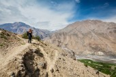 Photographer taking photos in Himalayas — Stock Photo
