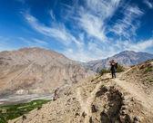 Fotógrafo tomando fotos en himalaya — Foto de Stock
