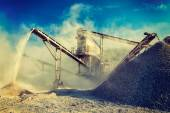 Industrial crusher - rock stone crushing machine — Stockfoto