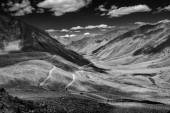 Himalayan landscape with road, Ladakh, India — Stock Photo