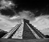 Mayan pyramid in Chichen-Itza, Mexico — Stockfoto