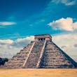 Mayan pyramid in Chichen-Itza, Mexico — Stock Photo #68057855