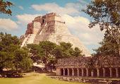 Mayan pyramid Pyramid of the Magician in Uxmal — Stock Photo