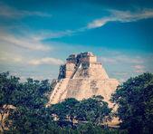 Mayan pyramid Pyramid of the Magician, Adivino — Stock Photo