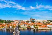 Charles bridge and Prague castle from Old town — Foto Stock
