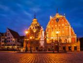 Riga Town Hall Square, House of the Blackheads and St. Roland St — Stock Photo
