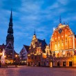 Riga Town Hall Square, House of the Blackheads, St. Roland Statu — Stock Photo #75802431