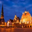 Riga Town Hall Square, House of the Blackheads, St. Roland Statu — Stock Photo #75806475