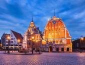 Riga Town Hall Square, House of the Blackheads and St. Peters C — Stock Photo