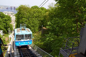 Cable railway in Kyiv, Ukraine,  climbs up the steep right bank of  Dnieper River. — Stock Photo