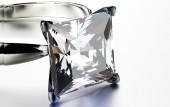 Ring with square diamond — Stock Photo