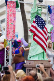 People with statue of Liberty at Gay  parade in Sitges — Stock Photo