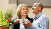Couple drinking tea at balcony — Stock Photo