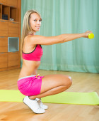 Girl working out indoor — Stock Photo