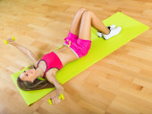 Female with dumbbells at home — Foto Stock