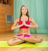 Cheerful girl doing yoga at home — Stock Photo