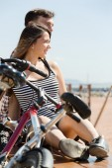 Couple with bikes on beach — Stock Photo