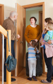 Grandmother coming to family  home — Stock Photo