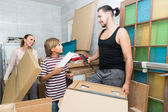 Family packing things — Stock Photo
