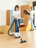 Friendly couple  doing housework — Stock Photo