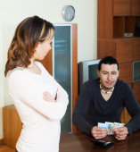 Man counting cash, woman watching him — Stock Photo