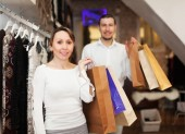 Couple at fasion store — Stock Photo