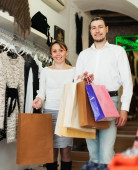 Young couple with bags at fasion store — Stock Photo