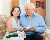 Senior man presenting mature woman jewel  in box — Stock Photo