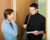 Collector is trying to get the arrears from woman — Stock Photo