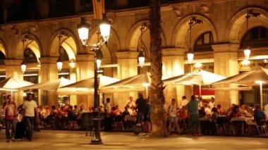 Nacht uitzicht op plaça reial — Stockvideo