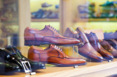 Showcase with classic male shoes   — 图库照片