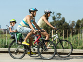 Family of four traveling by bicycles — Stock Photo